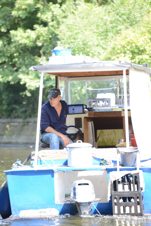 Rudi Stohr auf seinem Boot Al BundyFoto: Lena Ganssmann