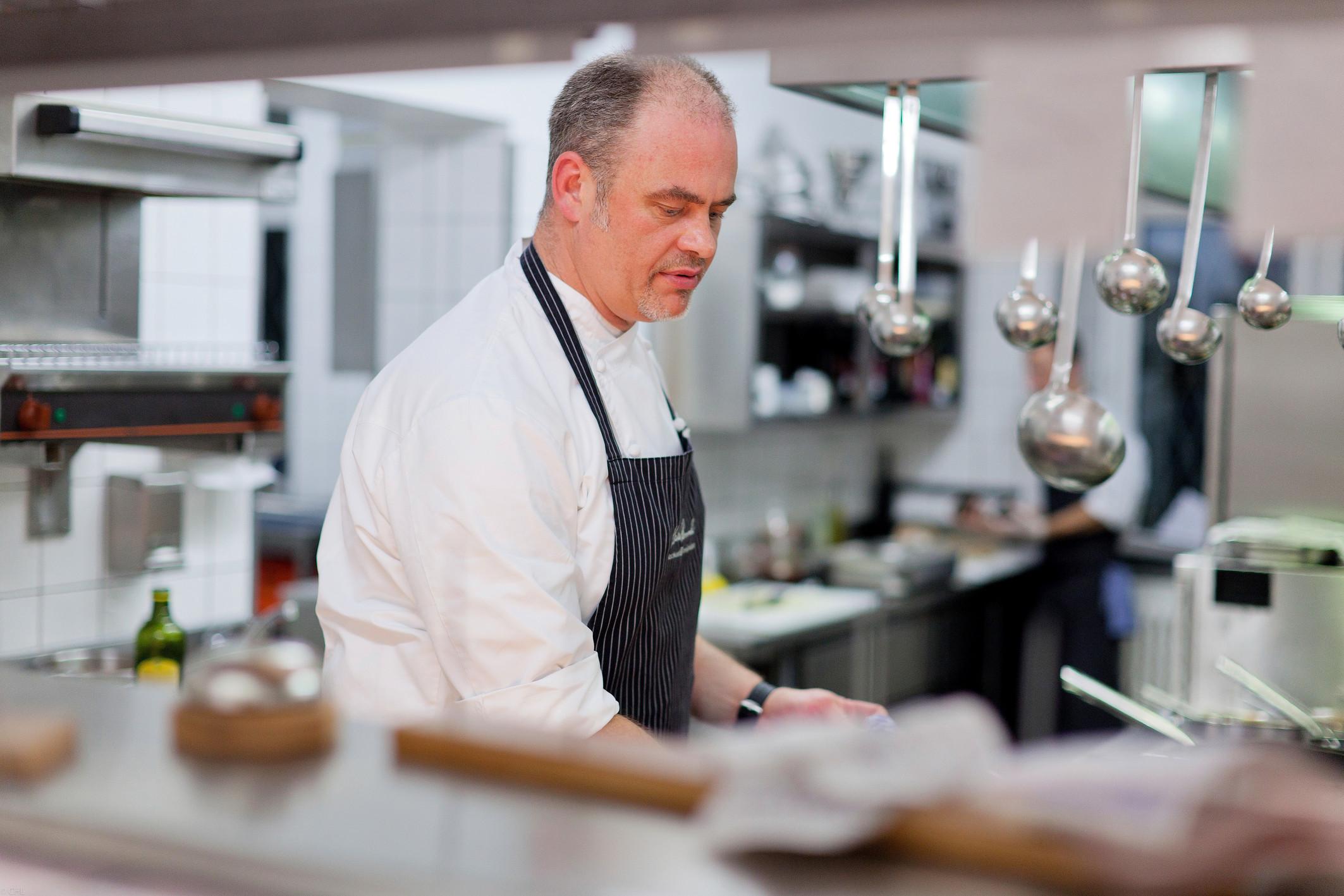 Ehrung für einen alten Hasen. Markus Semmler kochte schon gehobene Küche, da waren einige Sterneköche noch nicht mal in der Schule Foto: Kochkunst Ereignisse