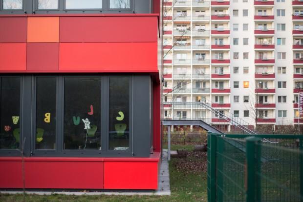 So genannte Modulare Ergänzungsbauten wie dieser in Lichtenberg sind die letzte Hoffnung der Schulleiter >Foto: F. Anthea Schaap