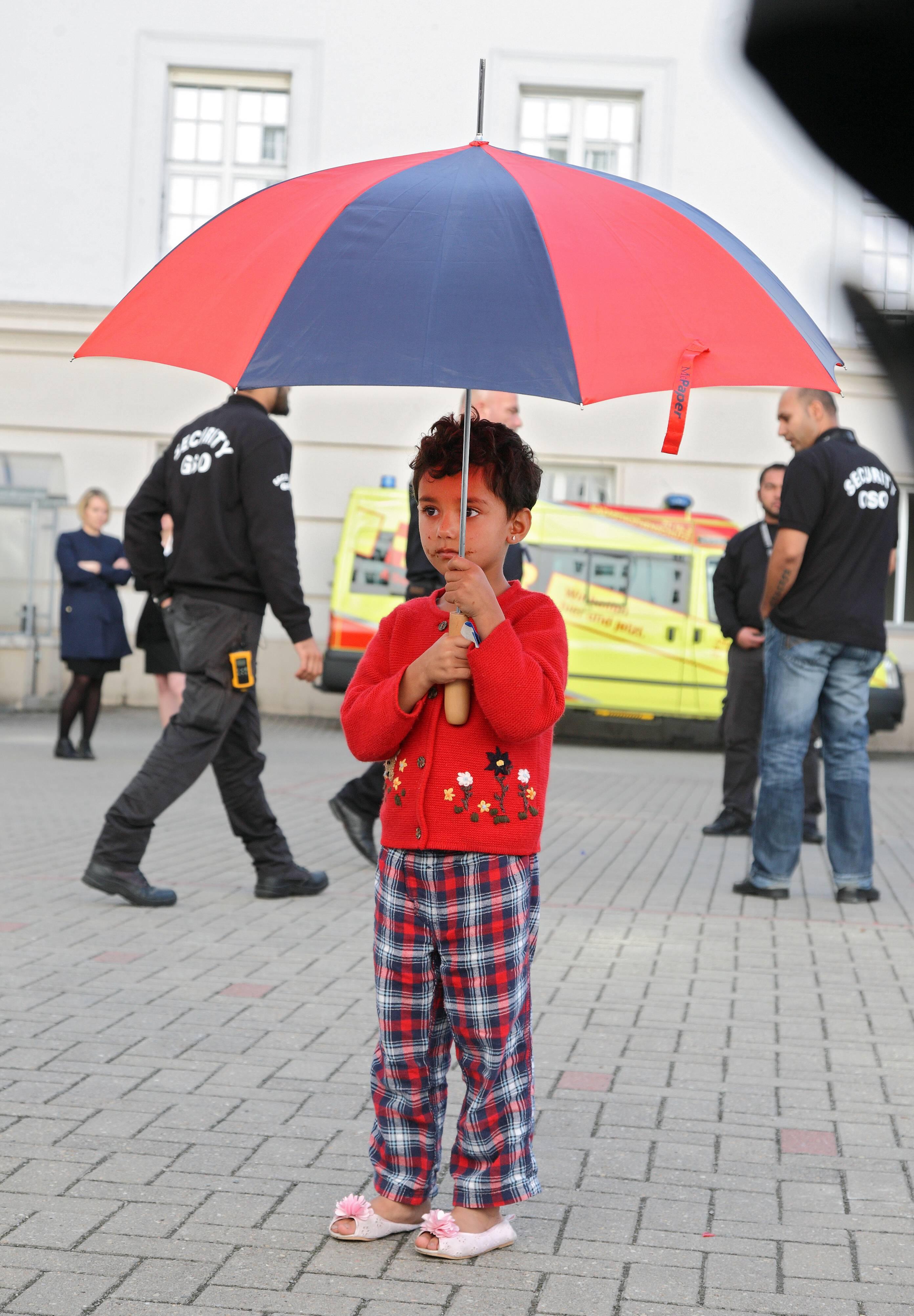 Auf der Suche nach Schutz: Minderjährige Flüchtlinge sind oft auf die Hilfe von Sozialarbeitern und anderen Fachkräften angewiesen  Foto: epd-bild / Juergen Blume / Imago