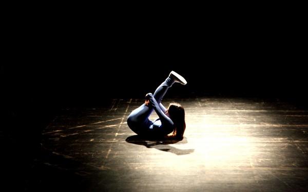 "Tanz gegen Stereotype: OliviaHyunsinKim in ""She Came, She Saw, She Said: Meme"" - Foto: Moo Sang-Kim"