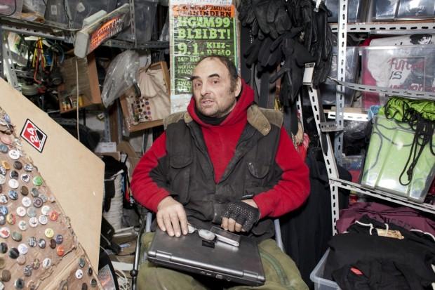 Hans-Georg Lindenau in seinem Laden, dem M99Foto: Patricia Schichl