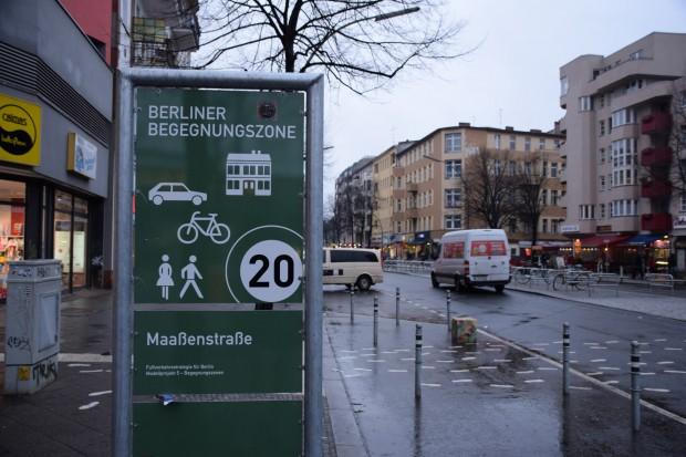 Bunte Poller, verwaiste Bänke: Viele Anwohner fanden ihre Maaßenstraße vor dem Umbau weit ansehnlicher als jetztFoto: Sascha Lübbe
