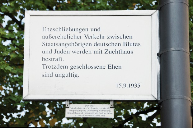 maxsize_31a5ae0140fe32fa31cdeca94ead73cc_orte_des_erinnerns_eheringe_text_c_BA_Tempelhof_Schoeneberg Kopie