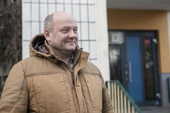 »Ich habe nichts gegen Ausländer, aber die schmeißen ihre Müllsäcke aus dem Fenster. Ist das hier noch Deutschland oder schon Syrien? Und da sind ja auch Terroristen dabei. Ich gehe abends nur noch mit Hund und Pfefferspray aus dem Haus.« Ralf, 52 JahreFoto: F. Anthea Schaap