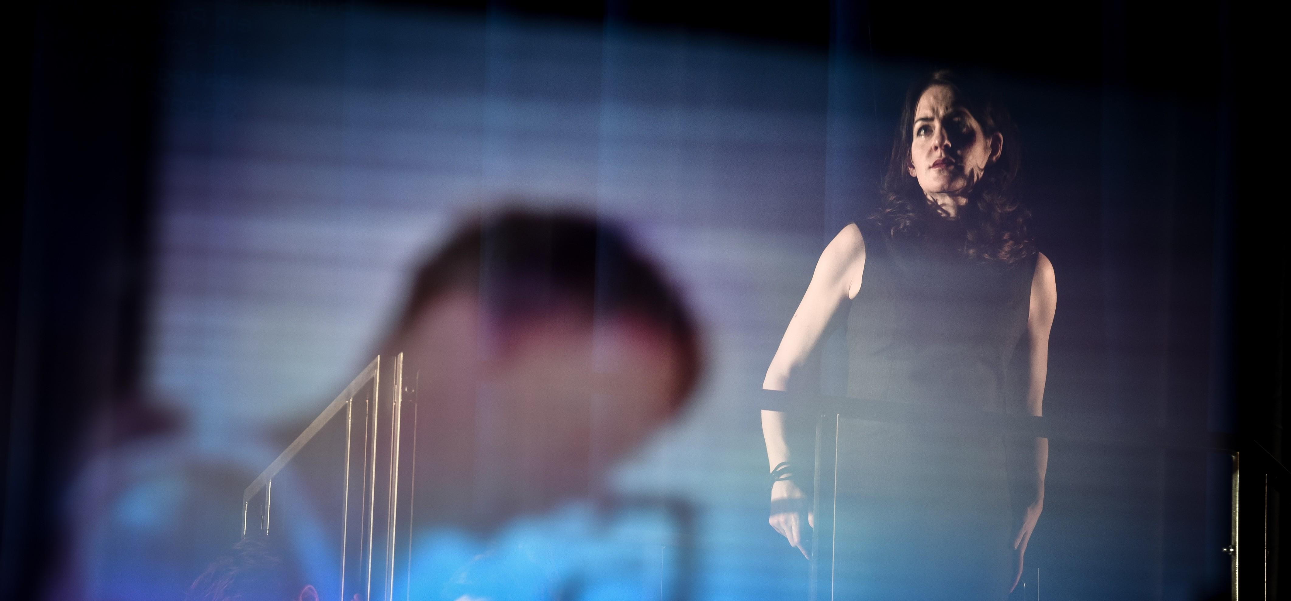 Fiktiv: Stephanie Eidt als Ministerpräsidentin – Foto: Arno Declair