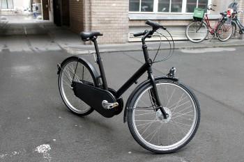 Das Testobjekt Das erste serienreife internetverbundene Fahrrad der Welt. Entwickelt von den Firmen Velolock und Paper Bicycle, optimiert von Derby Cycle, Teile der Kommunikationstechnologie stammen von Telit. Zur Verfügung gestellt wurde uns das Rad von Velolock. Die Firma startete mit Lock8, einem Konzept für ein intelligentes Fahrradschloss. Heute bietet sie Firmen eine Bike-Sharing-Lösung mit internetfähigen Fahrrädern, Flottenmanagement in der Cloud und einer Smartphone App für die Nutzer. Ein Großteil des Teams sitzt in Berlin, ein zweiter Standort wird in San Francisco aufgebaut, um Kunden aus dem Silicon Valley und Umland zu betreuen.