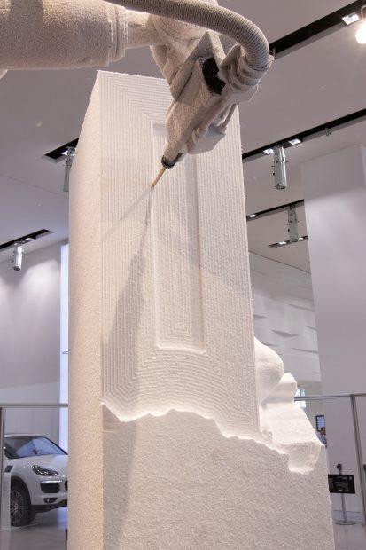 """Roboter beim BildhauerN. """"The Sculpture Factory"""" von Davide Quayola. Foto: DRIVE. Volkswagen Group Forum"""