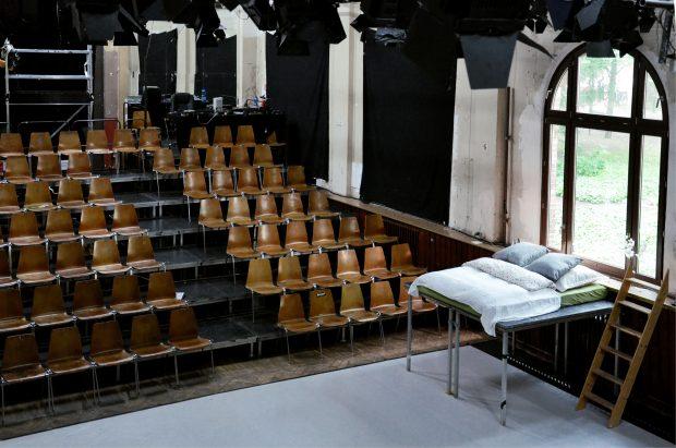 ... im Theatersaal oder inmitten der Das-Helmi-Puppen - Foto: Hendrik Scheel