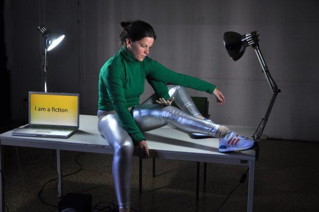 """Ein Laptop als Tanzpartner: Colette Sadlers """"Notebook-Series"""" kommt auf der Tanznacht zur Berlin-Premiere – Foto: Philine Rinnert"""