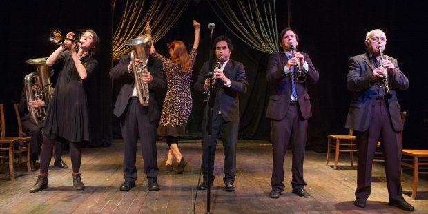 Mit viel Musik werden Shakespeare Sonette inszeniert- Foto: Jean-Pierre Estournet