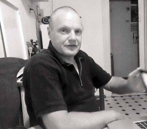 """Bernd LangerJahrgang 1960, Autonomer seit 1977, hat das Logo der Antifaschistischen Aktion entworfen, Plakate zu Demos, Aktionen und Kampagnen gestaltet und mehrere Bücher zum revolutionären Kampf geschrieben. Aktuell hat er das Buch """"Kunst und Kampf"""" veröffentlicht (Unrast-Verlag, 256 S. 19,80 Euro). Am 17.10. ab 20 Uhr stellt er es im Buchladen Schwarze Risse vor, am 24.11. im BAIZ.Fotos: Bernd Langer/ Martin Schwarzbeck"""