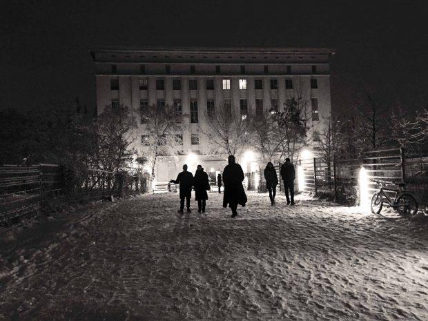 """Vor dem Berghain (ohne Schlange!""""Foto: Michael Mayer / flickr / CC BY 2.0"""
