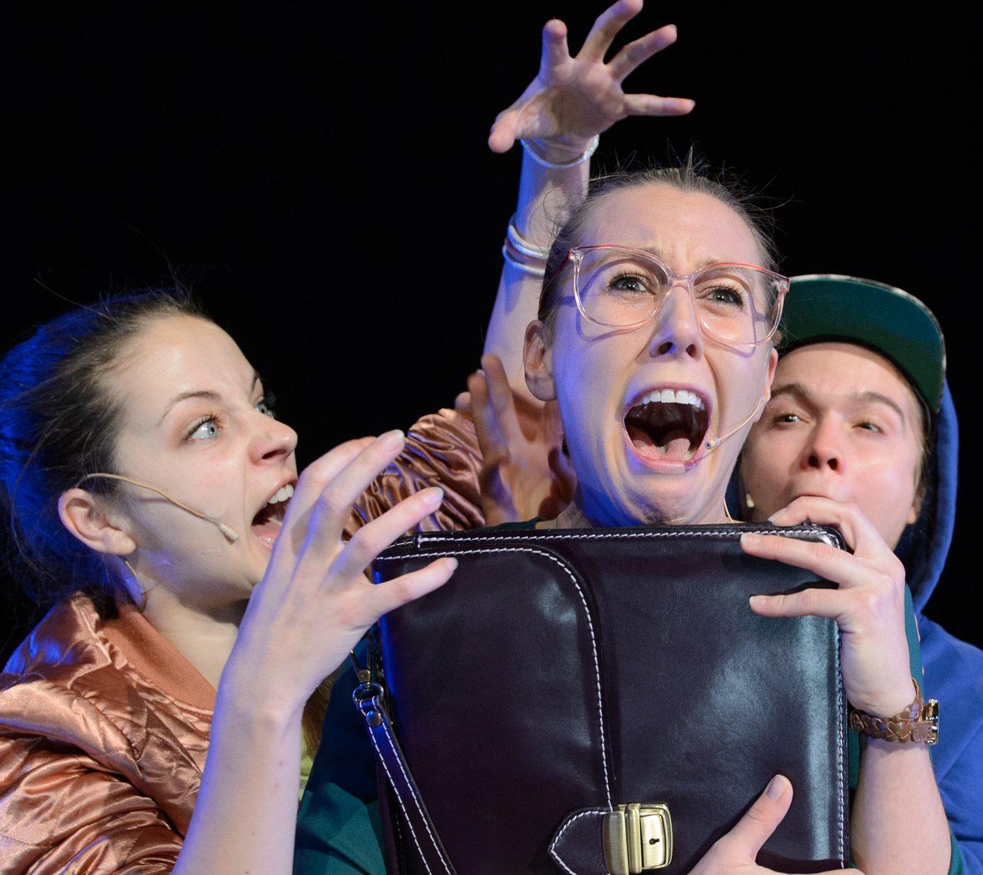 Sexfragen: Anna Schimrigk, Christine Smuda, Alice Bauer – Foto: Jörg Metzner