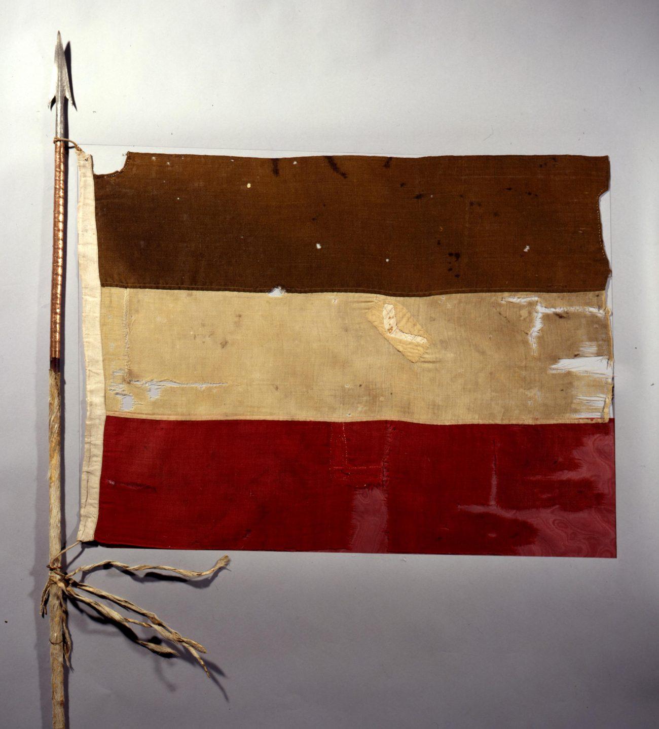 Reichsflagge an einem afrikanischen Speer, 1892 © Deutsches Historisches Museum