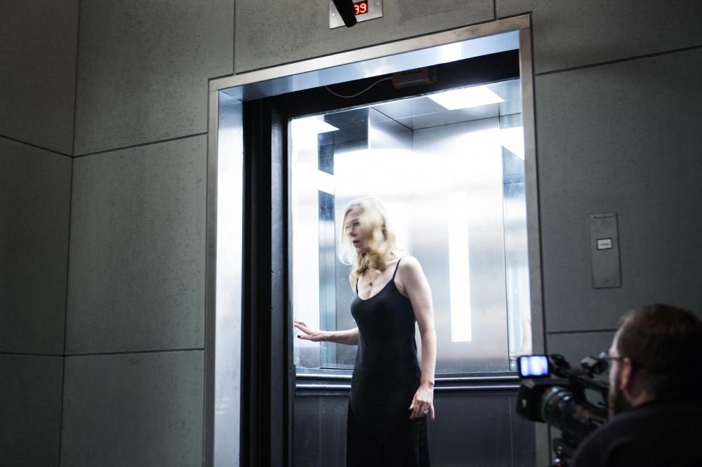 "Jule Böwe in ""Schatten: Eurydike sagt"" von Katie Mitchell – Foto: Gianmarco Bresadola"