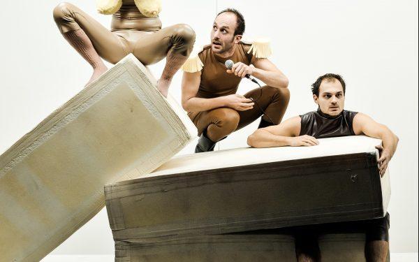 Spiellustig: Linda Pöppel, Elias Arens, Božidar Kocevski – Foto: Arno Declair