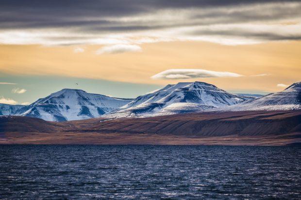 Der Sommer auf Spitzbergen verspricht einzigartige Landschaftseindrücke – und trotz allem frostige Temperaturen. Foto: fotolia.com | © Morten