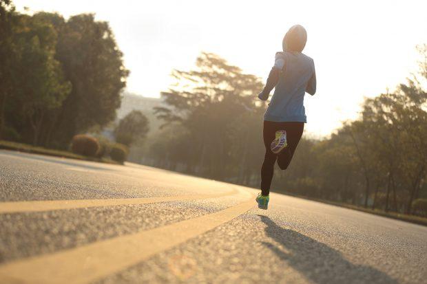 Plus Ultra: Wer die läuferische Herausforderung sucht, aber nicht stundenlang trainieren will, der findet sein Glück vielleicht beim Halbmarathon.Foto: fotolia.com | © lzf