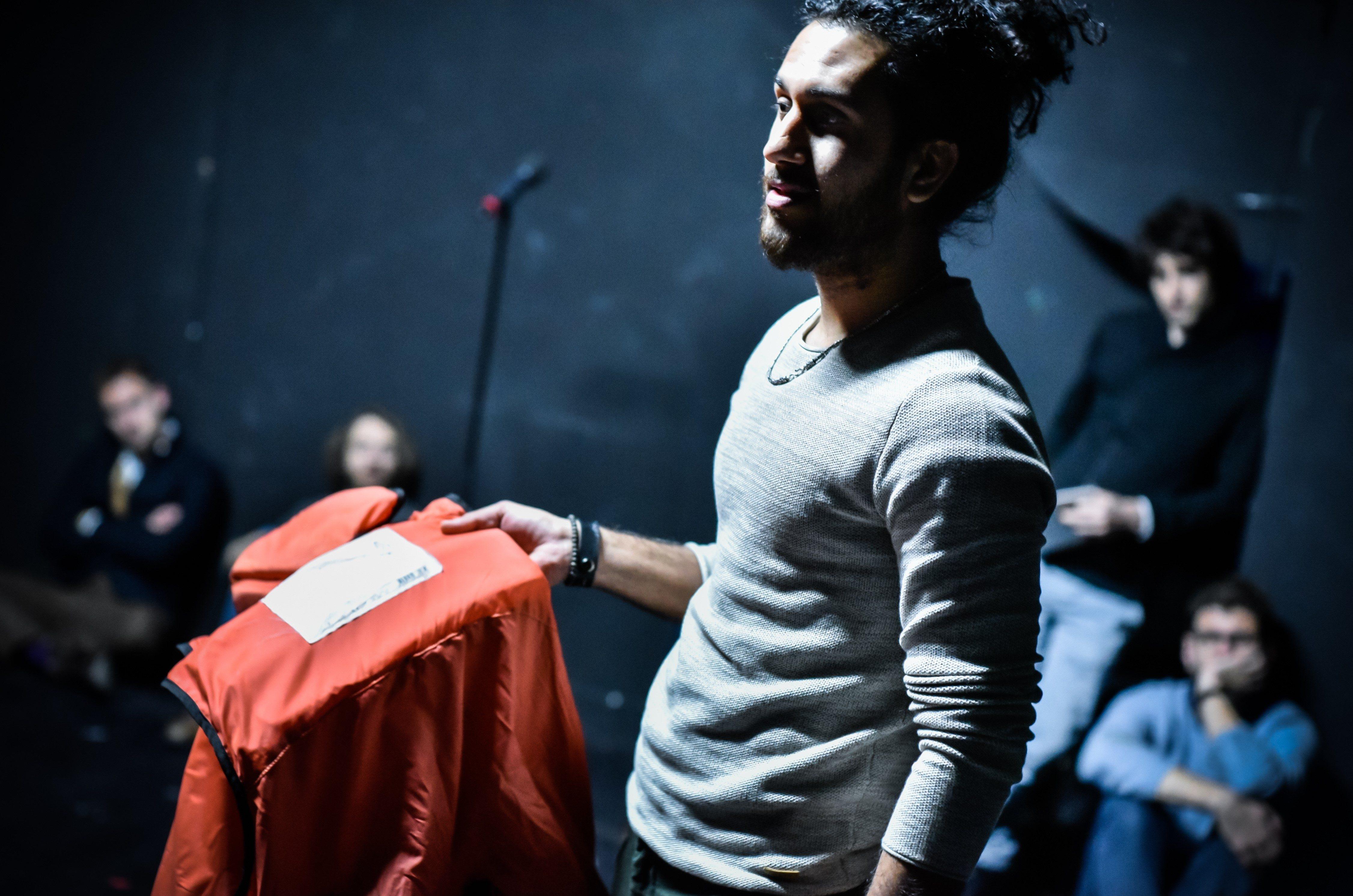 Fluchtgeschichten: Thalfakar Ali (vorne) – Foto: Arno Declair