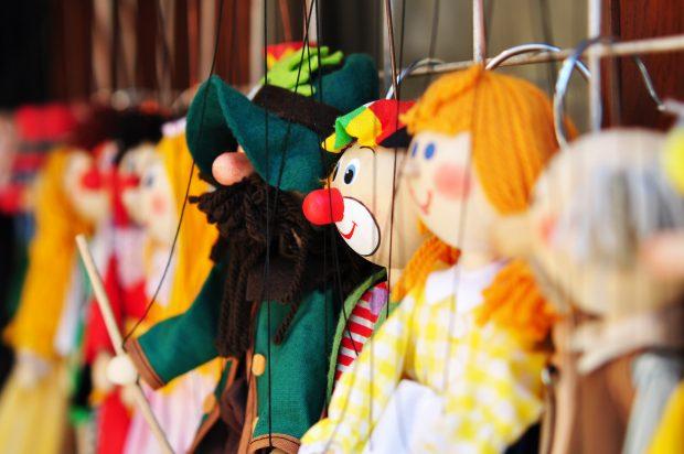 Im Puppentheatermuseum können Kinder auch mal an den Fäden ziehen. © photocrew – Fotolia.com (#24797203)