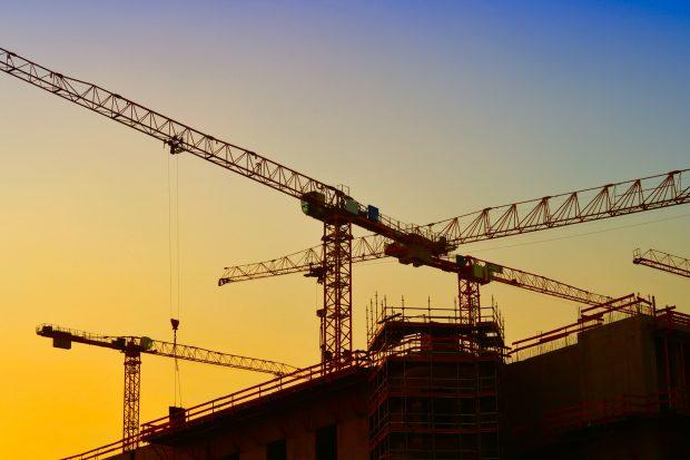 Berlin bleibt eine Stadt der Baustellen. Derzeit sind zwölf Siedlungsprojekte im gesamten Stadtgebiet geplant. Rund 15.000 neue Wohnungen sollen dabei entstehen.   Bild: Fotolia, © Heiko Küverling
