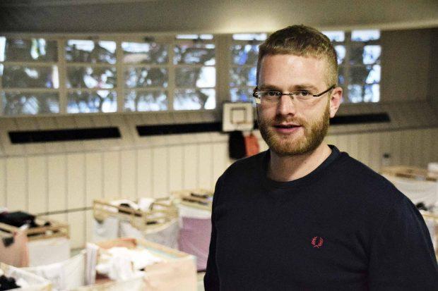 Philipp Fischer, 30 Leitet die Notunterkunft in einer Turnhalle in BuckowFoto: Sascha Lübbe