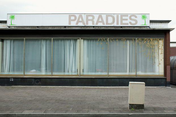 "Julia Wagner: ""Paradies, Berlin"", 2013, Faus: ""Berlin Raum Radar – Neue Architekturfotografie"", Hrsg: Nadine Barth, Hatje Cantz 2016"