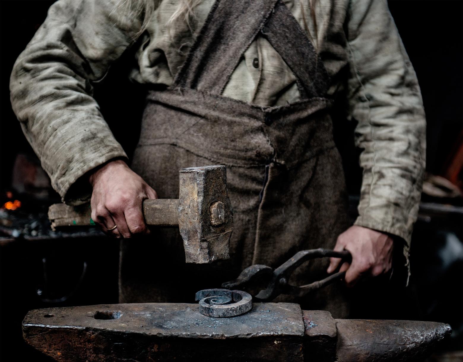 Wer damals dank der nichtvorhandenen Arbeitsschutzgesetze einen Unfall hatte, fiel meist in ein bodenloses Loch der Armut. fotolia.com © Ermolaev Alexandr