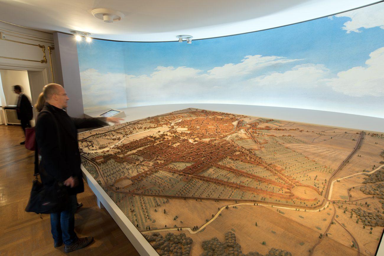 Diorama mit barockem Berliner Stadtaufbau vom Halleschen Tor aus gesehen um Foto: Michael Setzpfandt / Stadtmuseum Berlin