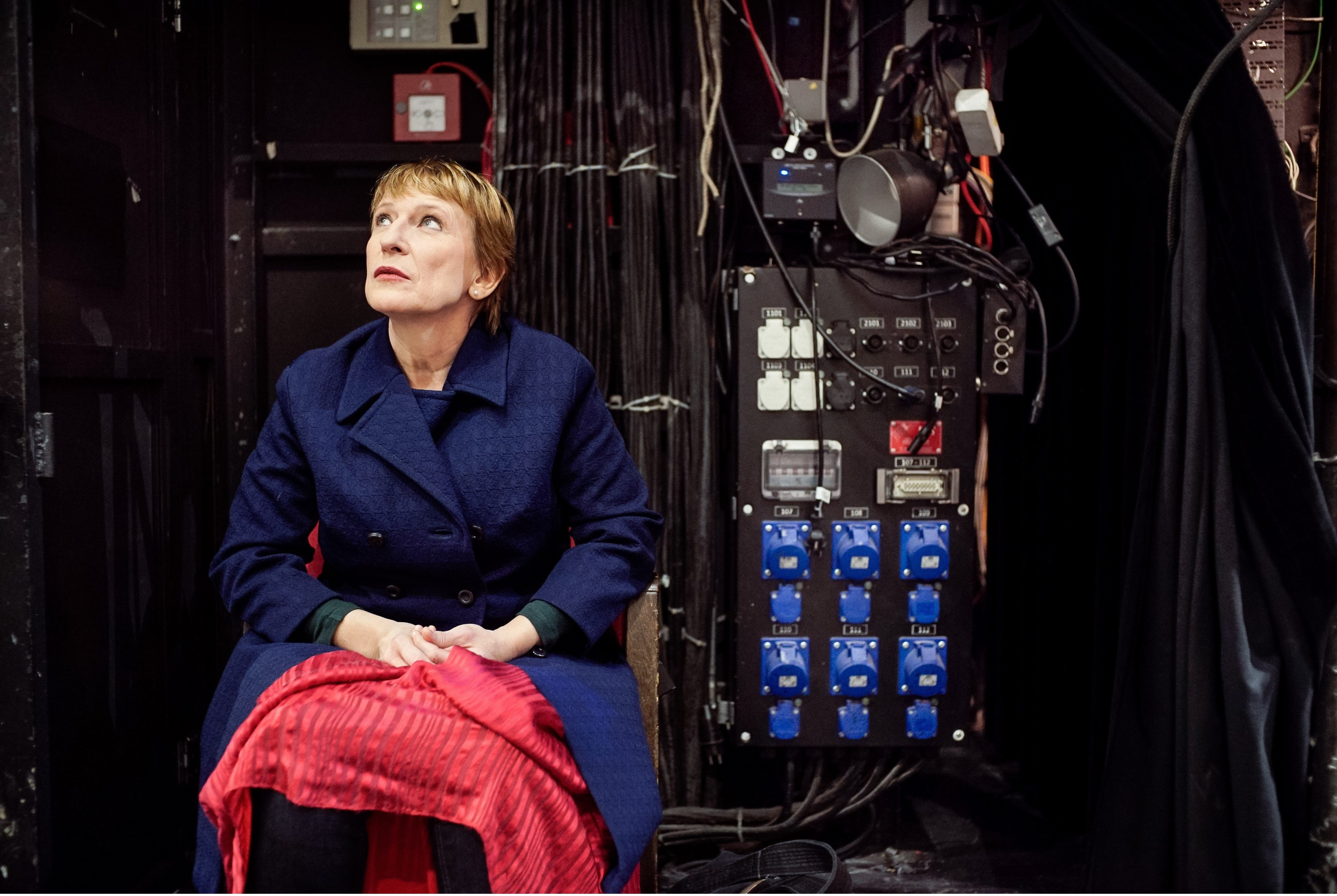 """Menschenskind: Dagmar Manzel als Winnie in """"Glückliche Tage"""" – Foto: Arno Declair"""