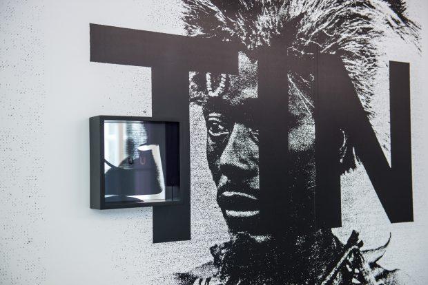 Detail aus der Ausstellung von Adam Pendleton. Foto: F. Anthea Schaap