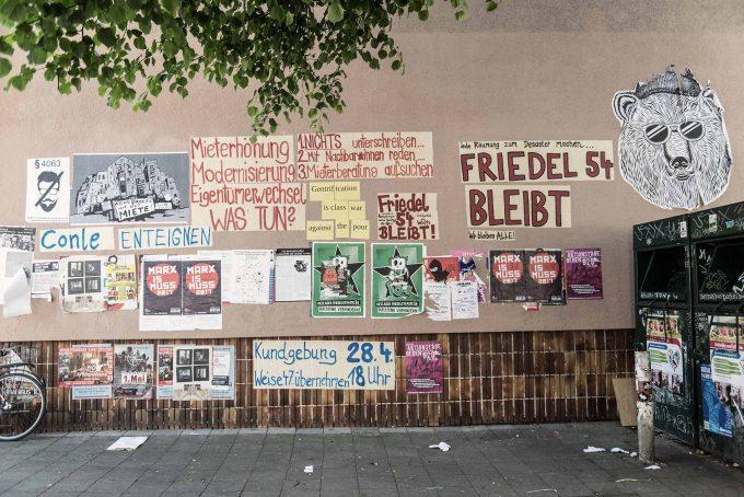 Neukölln: Wer in diesem Bezirk etwas zu sagen hat, klebt es an die WandFoto: F. Anthea Schaap