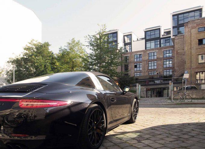 Testosteronkultur:  Porsche vor dem Startup-Campus Factory Foto: Oliver Mezger