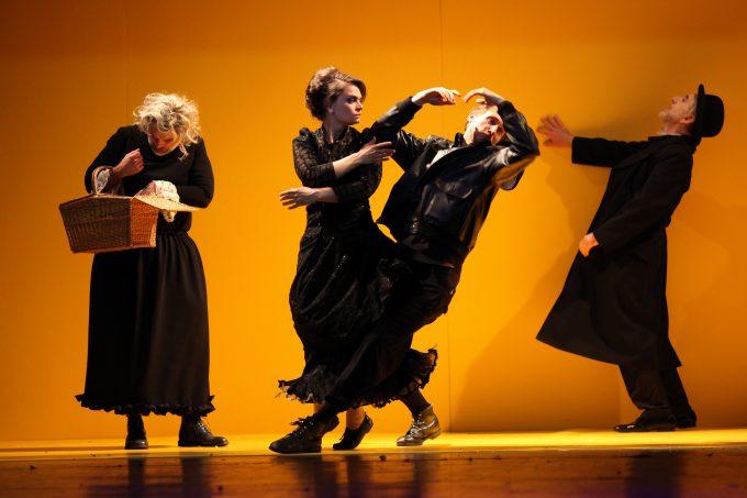 In der dramaturgischen Sackgasse: Ensemble – Foto: Christian Brachwitz