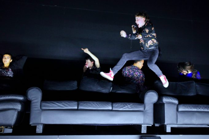 Rennen, schreien: Elif Karci, Yusuf Çelik, Helena Simon, Timo Muttenzer, Martha Benedict – Foto: Ute Langkafel / Maifoto