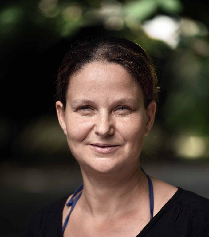 Dr. Ina Säumel forscht am Institut für Ökologie der Technischen Universität Berlin. Sie leitet unter anderem eine Forschungsgruppe, die gesundheitsfördernde Ökosystemleistungen des städtischen Wohnumfeldgrüns untersucht. Foto: Privat