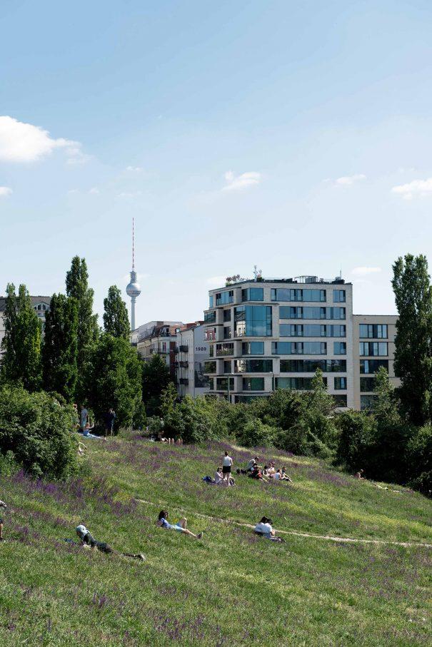 """Mauerpark, Luxuswohnbau: """"das neue, moderne Berlin""""Foto: Philpp Külker"""