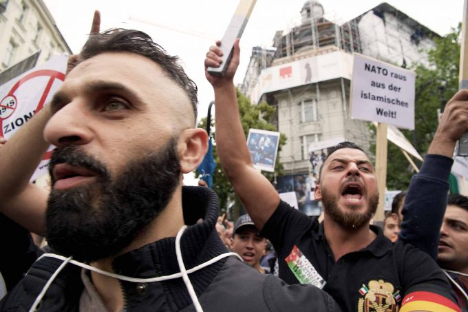 Al-Quds-Marsch im Juli 2016 in Berlin: Verbindung von links- und rechtsextremistischen Tendenzen Foto: imago/ epd Rolf Zoellner