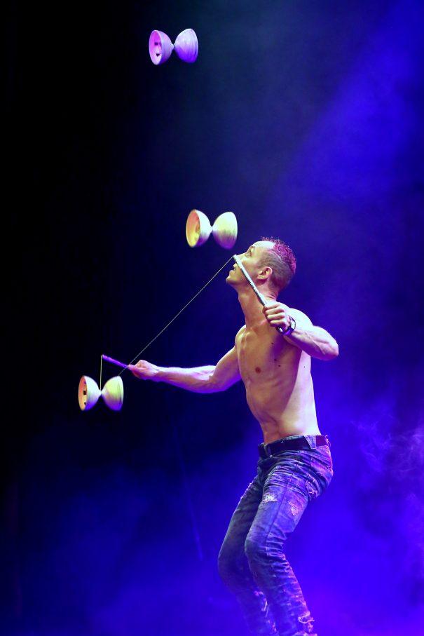 Supertalent: Der Diabolo-Akrobat Mr. Wow – Fotos: Weingarten / ufaFabrik