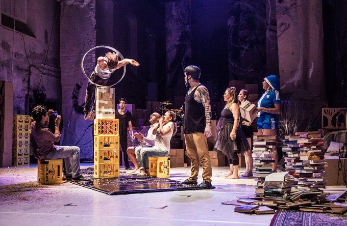 """Die deutsch-schwedische  Neue-Circus-Company Analog zeigt ihre Show """"Finale"""" – Foto: Jakub Jelen"""
