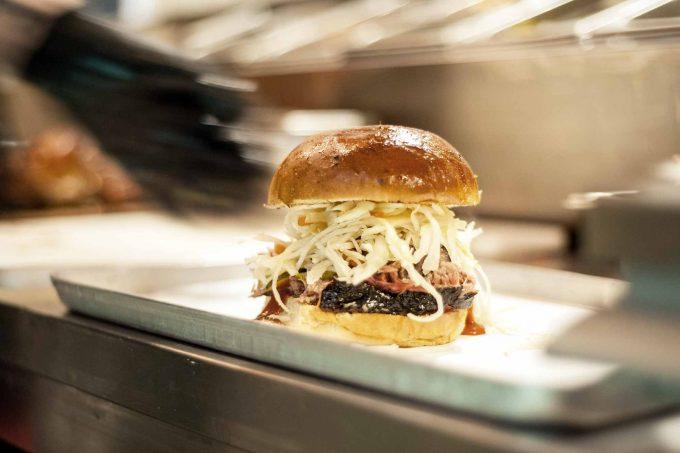 Nein, nicht bloß noch ein Burger: Mittagspause bei The PitFoto: The Pit