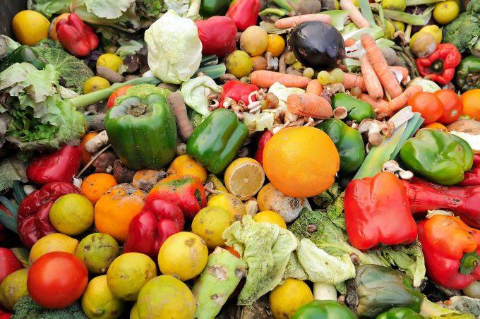Abgelaufene Lebensmittel, technisch gesehen Müll,  praktisch: einwandfreiTheStockCube/ stock.adobe.com