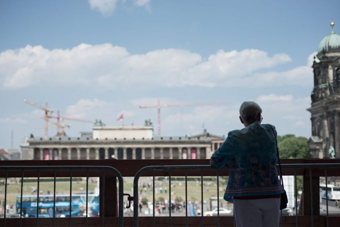 Blick aus dem Humboldt Forum auf das Alte Museum Foto: F. Anthea Schaap