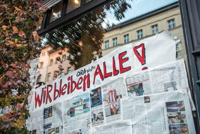 Bis zu 97 Geschäfte haben an einem Aktionstag ihre Schaufenster verhängt, um gegen die Mietenexplosion zu protestierenFoto: F. Anthea Schaap