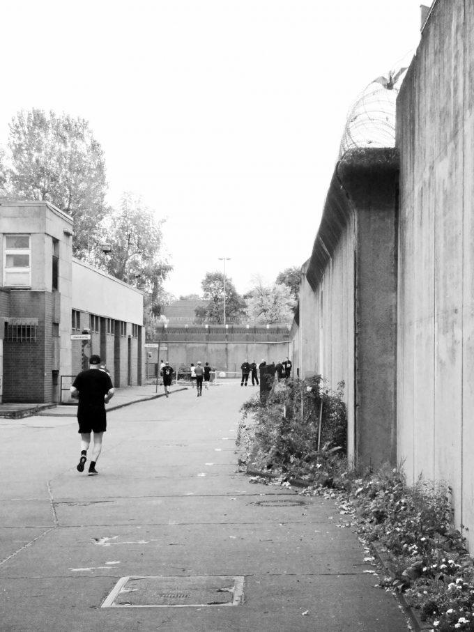 Letzte Woche fand der vierte Berliner Gefängnislauf in der Justizvollzugsanstalt Plötzensee statt. Das Laufen bedeutet für die Gefangenen nicht nur ein Stück Freiheit. Es ist auch eine Resozialisierungsmaßnahme. Und ein Highlight im Gefängnis-AlltagFoto: Rebecca Wiese