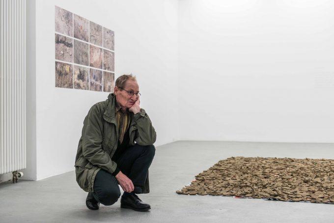 Lois Weinberger in der Ausstellung