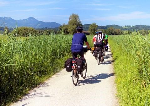 ©Antranias, Pixabay.com (https://cdn.pixabay.com/photo/2015/07/16/16/34/cyclists-847896__340.jpg)