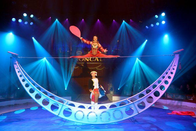 Balance-Akt aus Moskau: Das Duo Pykhov – Foto: Circus Roncalli