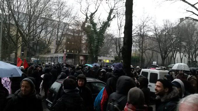 Um 8 Uhr am 11.1.18 vor der GHS in der Ohlauer Straße, Kreuzberg. Die Bewohner haben das Gebäude schon am Abend zuvor verlassenFoto: Robin Thießen